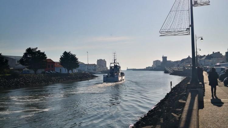 """Départ du navire """"El Izar"""" pour l'Algérie"""