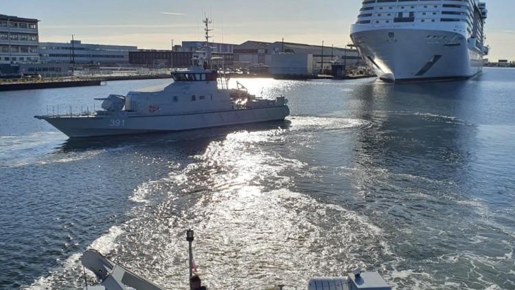 """Mouvements de navires en vue du départ du """"El Adhra"""""""